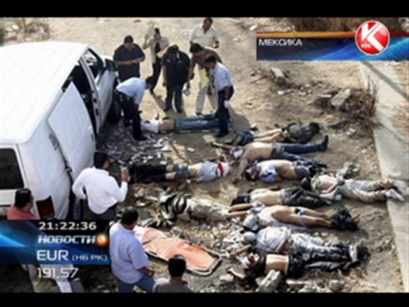 В мексиканском штате Герреро полицейские обнаружили фургон, забитый трупами