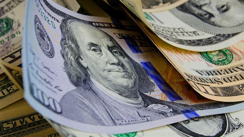 В Казахстане доллар продолжил незначительный рост на утренних торгах