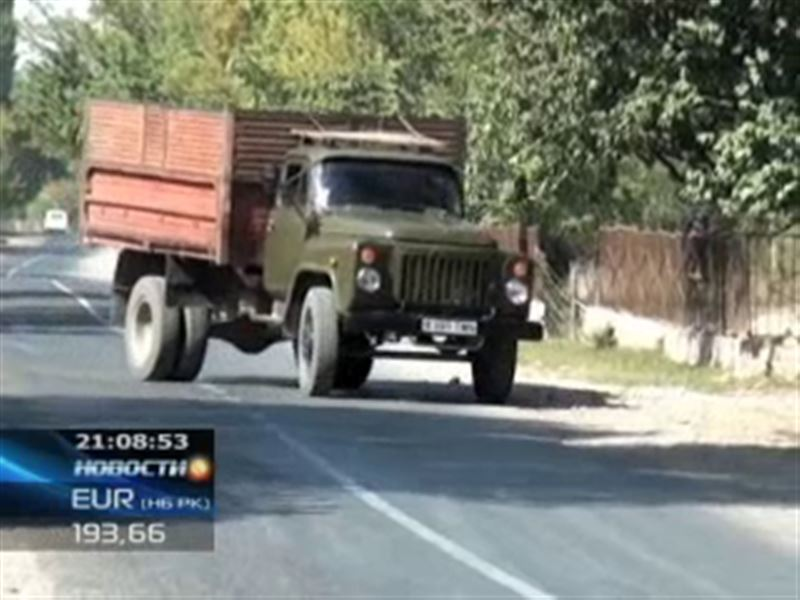 В ЮКО 10-летнего мальчика сбил водитель, который, по официальной версии, по просьбе полицейских караулил машину