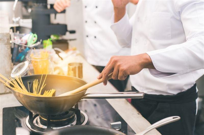 В Алматы закроются рестораны, а еду и товары первой необходимости будут заказывать на дом