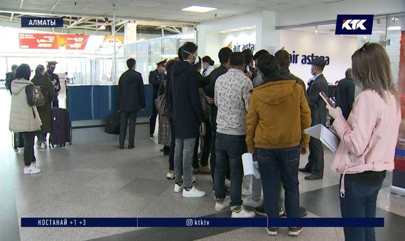Ажиотаж в алматинском аэропорту: люди массово меняют билеты