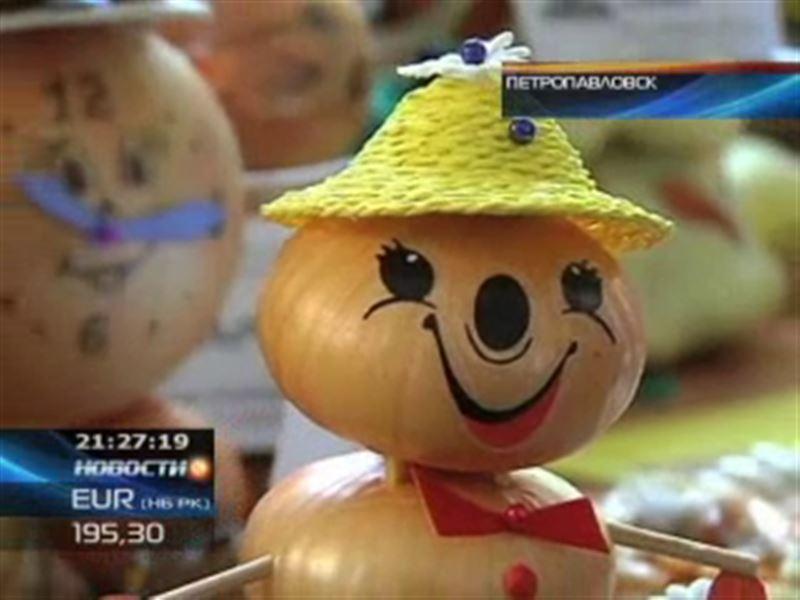 Тысячи экспонатов из лука – необычная выставка в Петропавловске