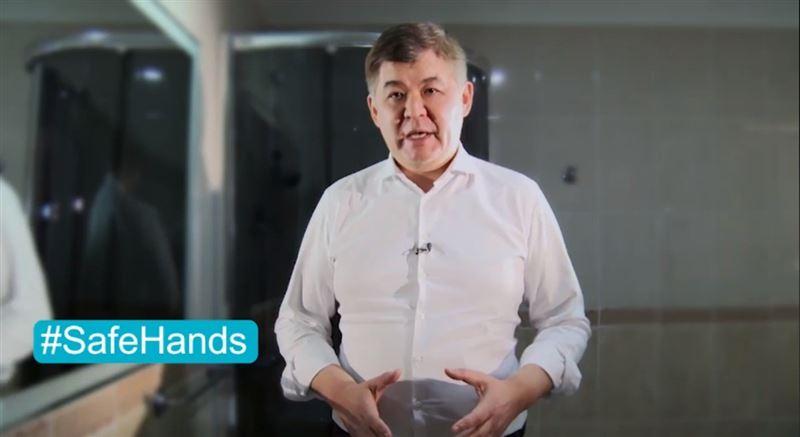 Елжан Біртанов пандемия кезінде қолды қалай жуу керектігін көрсетті
