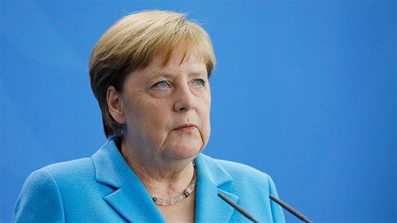Канцлер Германии Ангела Меркель ушла на карантин