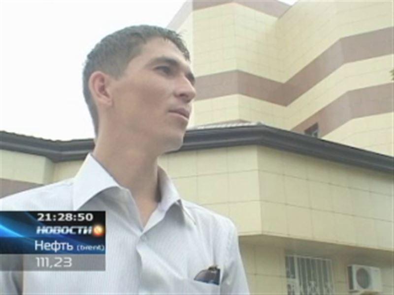 Житель Павлодара требует миллион тенге с полицейских за взятые у него отпечатки пальцев