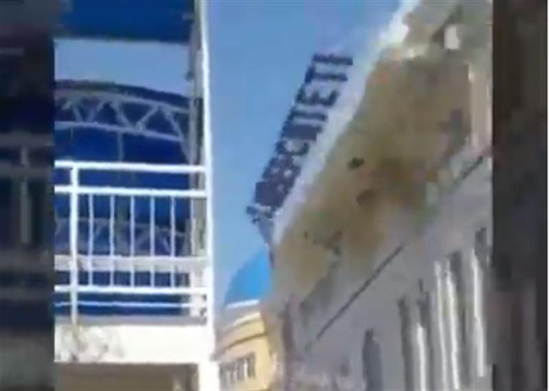 Қызылордада университет ғимаратының шатыры ұшып кетті