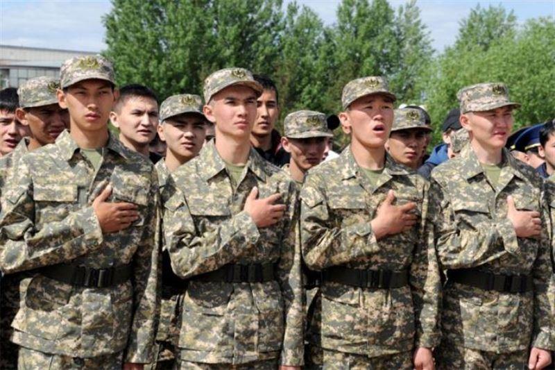 В Казахстане приостановлены призыв в армию и увольнение солдат-срочников