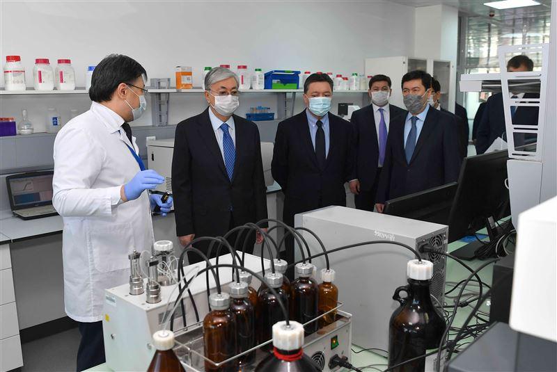 Президент посетил центр, где разрабатывается вакцина от коронавируса