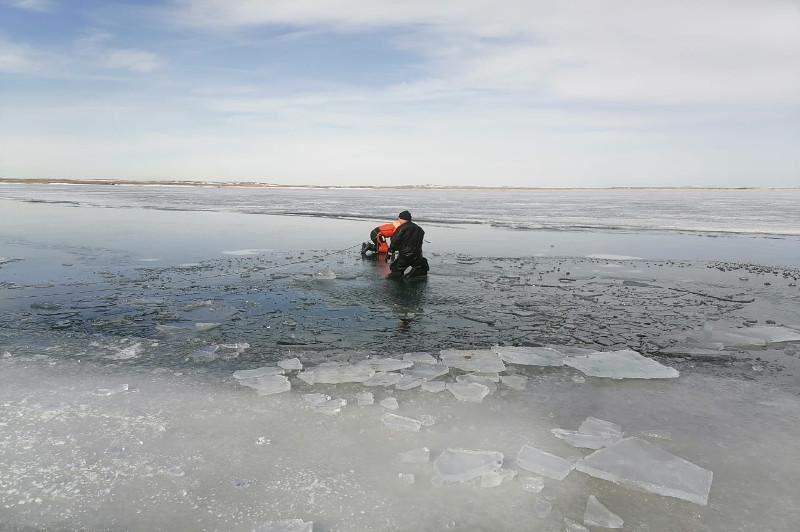 Қарағанды облысында мұз астына түсіп кеткен автокөлікте болған екі ер адам көз жұмды
