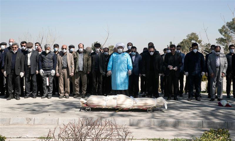 Поверили в фейк: в Иране сотни людей погибли, пытаясь спастись от коронавируса метанолом