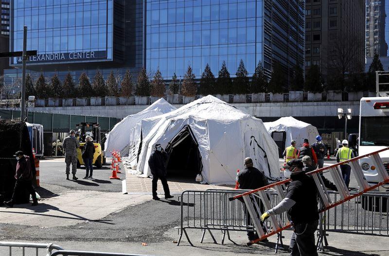 В Нью-Йорке готовят временные морги в палатках и трейлерах
