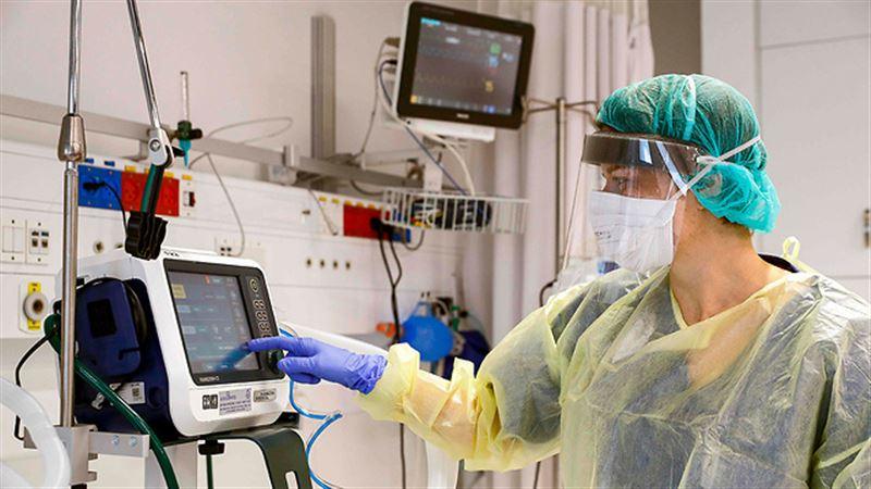 В Нур-Султане двое больных коронавирусом находятся на искусственной вентиляции легких