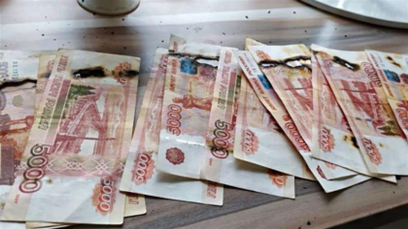 Женщина спалила в микроволновке 65 тысяч рублей, обрабатывая их от коронавируса