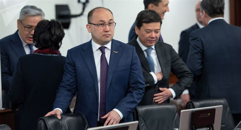 Министр Абаев коронавирустан қорықпайтындарға жауап берді