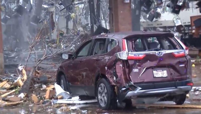 Город и аэропорт в США пострадали от мощного торнадо