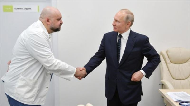 Врач, пожавший Путину руку, заболел коронавирусом