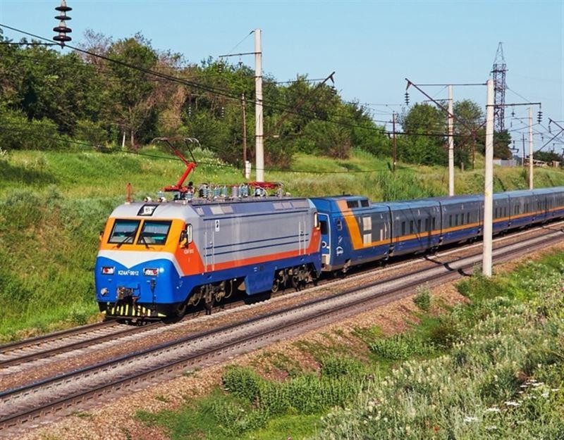 Движение пассажирских поездов внутри Казахстана приостановлено