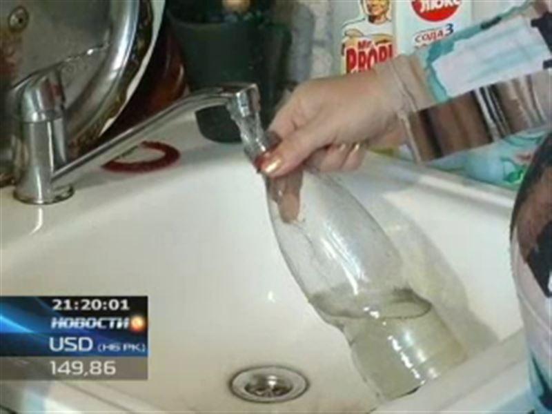 В Акмолинской области жители пьют воду с червями
