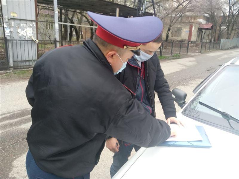 В Алматы за игнорирование режима ЧП 14 авто водворены на штрафстоянку