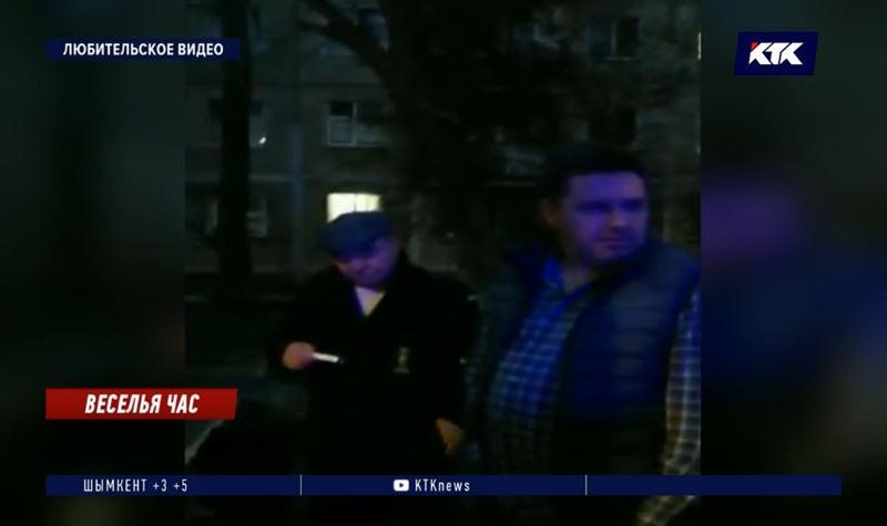 Пятеро алматинцев пили на детской площадке, а потом напали на участковых