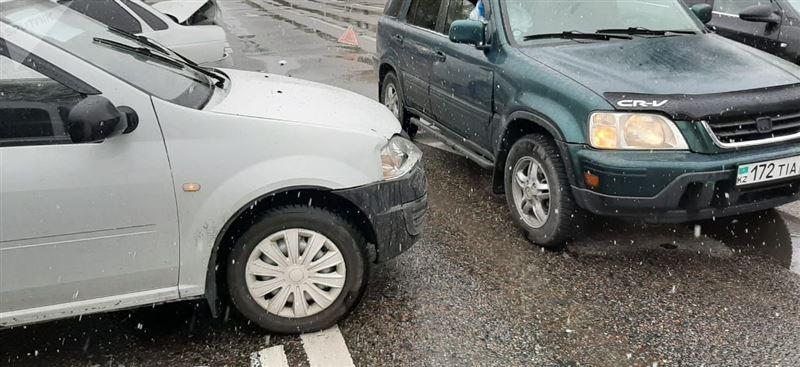 Массовая авария произошла в Алматы во время карантина