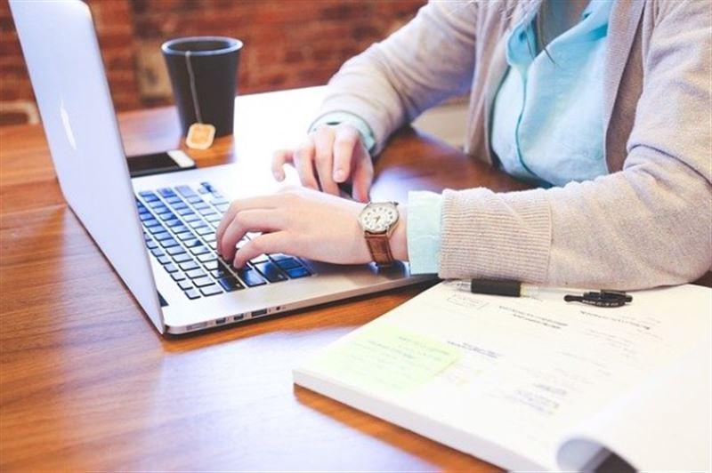 Из-за чего провалилось онлайн-обучение в Казахстане, рассказал министр цифрового развития