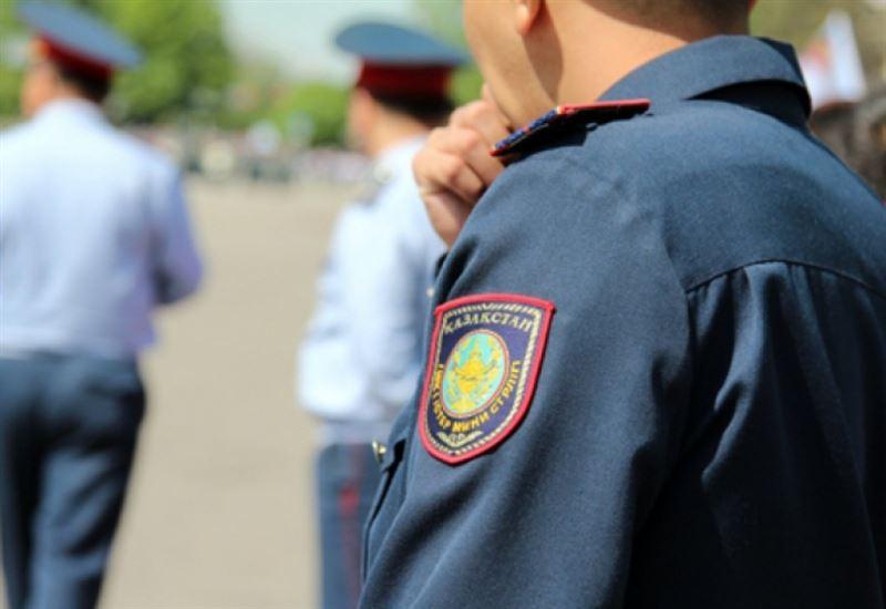 Үйлерінен себепсіз шыққандар полиция учаскесіне жеткізілді