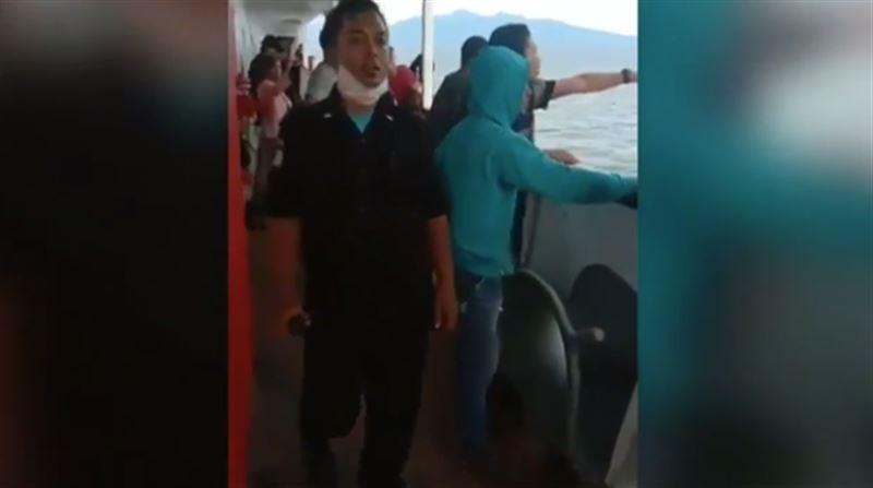 Боявшиеся коронавируса пассажиры спрыгнули с парома