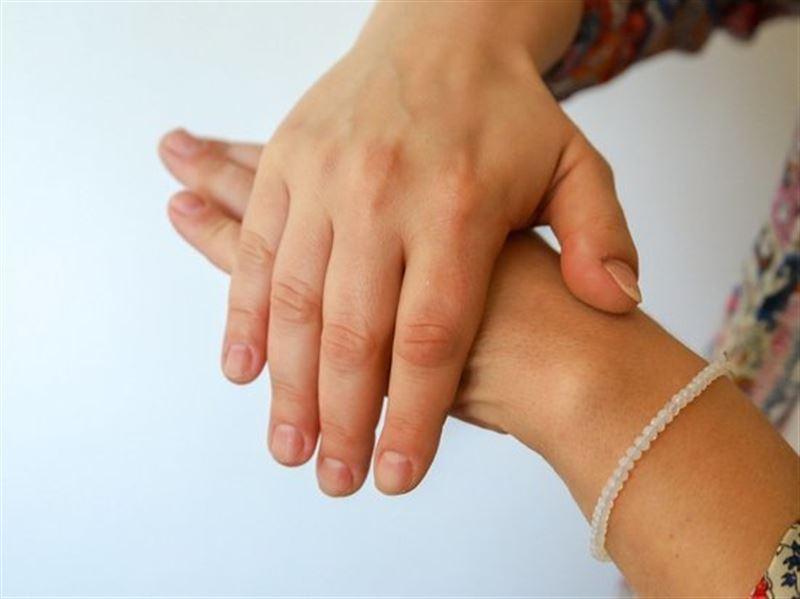 Французские медики назвали новые симптомы коронавируса, связанные с болезнями кожи