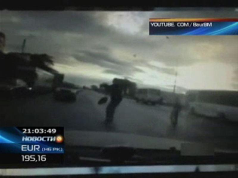 В сети появились кадры жуткого ДТП в Караганде