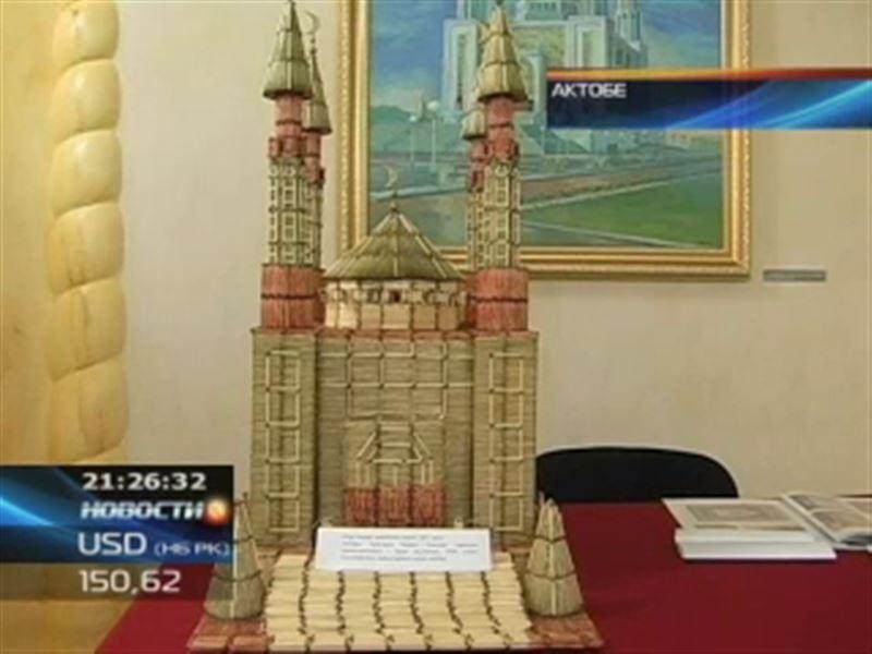 Мечеть из спичек подарил музею боксер из Актобе