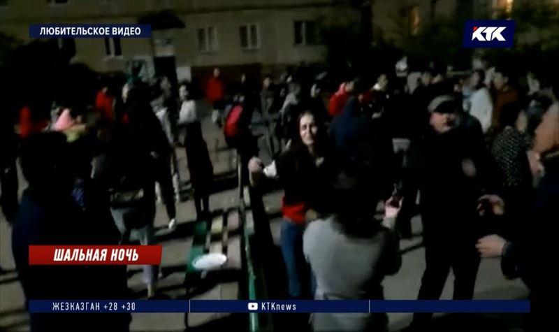 Жительница Кокшетау устроила массовые танцы во дворе многоэтажки