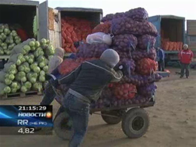 В Астане продолжает работать базар, закрытый решением суда