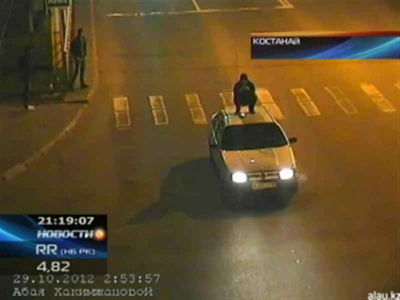 В Костанае хулиган залез на крышу чужой машины и проехал несколько метров