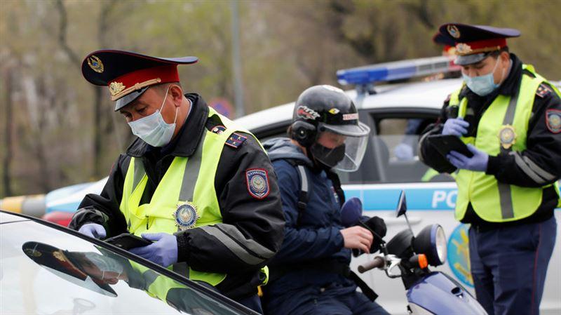 На въездах в Алматы снова образовались огромные пробки: полиция усиливает блокпосты