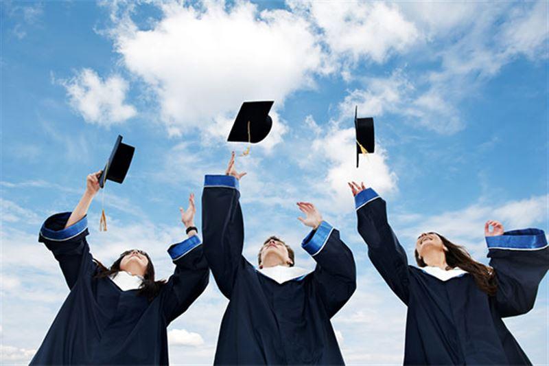 Университет түлектері дипломды қалай алады?