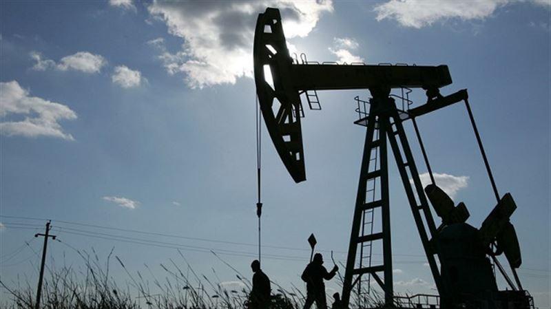 Нефть подешевела на утренних торгах после новостей из Китая