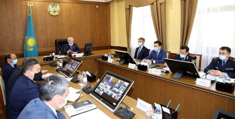 Сапарбаев объявил выговор акимам Тараза, Байзакского и Таласского районов за ненадлежащее обеспечение режима карантина