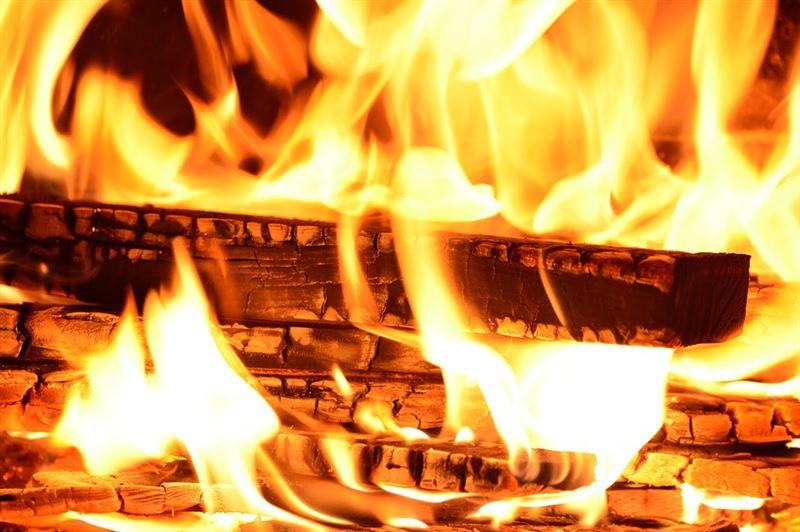 В Актюбинской области мужчина спас из пожара семь человек