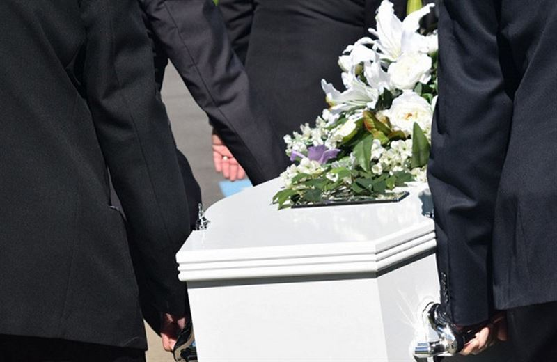 Родители по ошибке заживо похоронили дочку