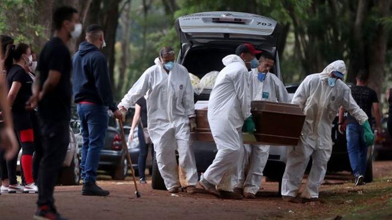 Бразилия опередила США по числу умерших от коронавируса за сутки