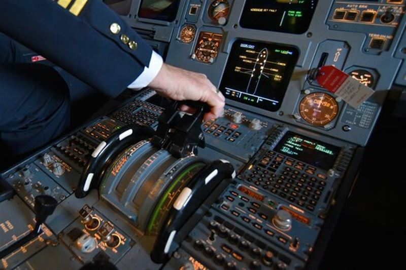 Пилот рассказал, почему телефон во время полета необходимо выключать
