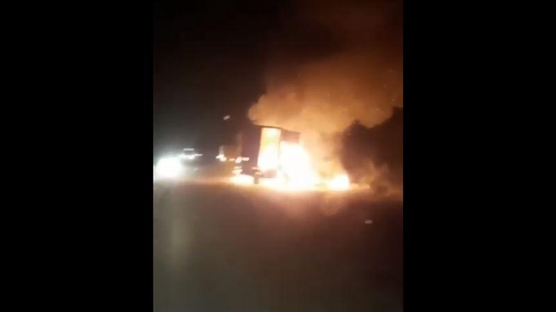 Машины вспыхнули после столкновения на трассе Алматы ‒ Бишкек