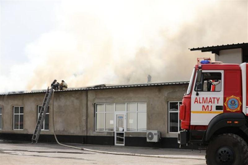 Стали известны подробности пожара на складах в Алматы