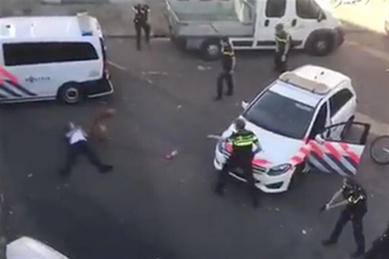 Вооруженный топором мужчина напал на прохожих в Нидерландах