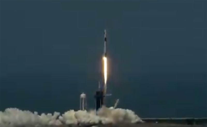 Компания SpeceX отправила космический корабль на МКС