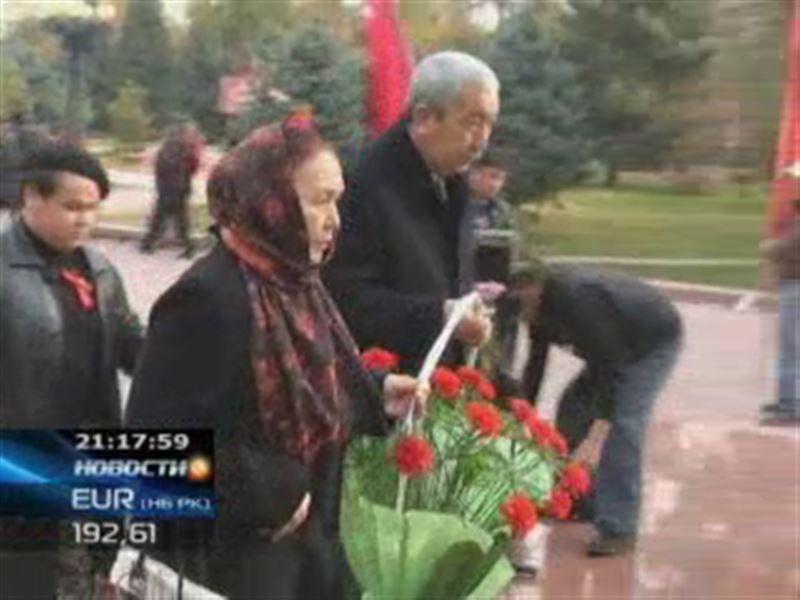 В Кыргызстане отмечают 95 лет со дня Великой Октябрьской революции