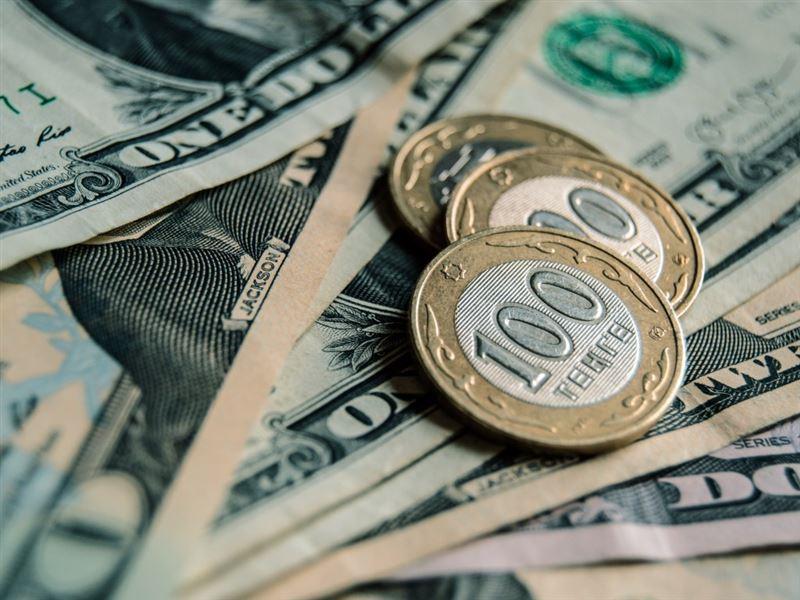 Курс доллара упал до 408 тенге