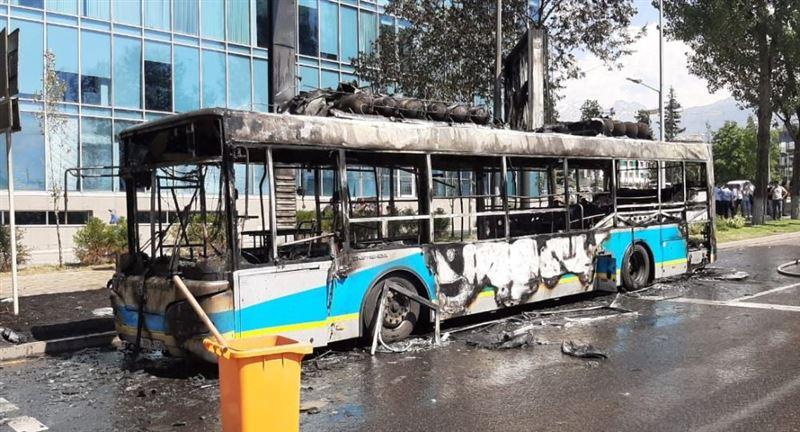 Озвучены подробности о горевшем в Алматы автобусе