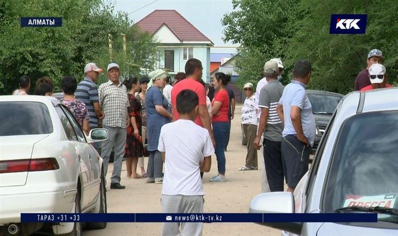 Микрорайон в Алматы пока останется без дороги и воды